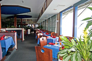 picture of inside of the harbor restaurant