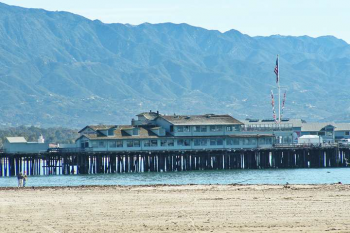 picture of santa barbara pier from the side